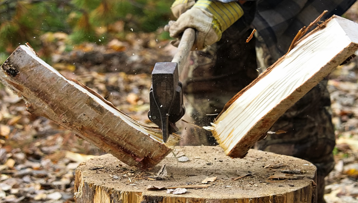 How to Split Firewood Correctly