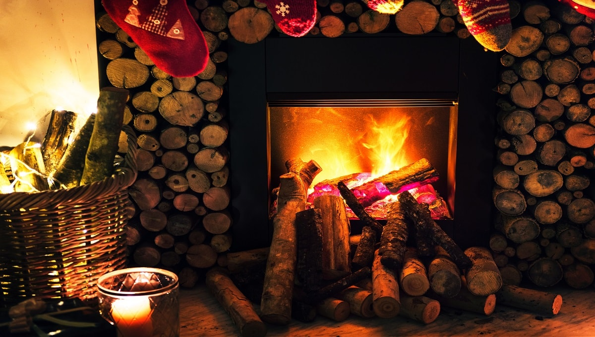 Wood Burning Stoves Vs Open Fires - Which One is Best for You this Winter?